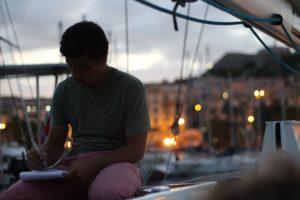 atelier écriture de chanson avec Erwan en Corse à Calvi avec Laisse Dire