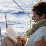 Croisière en Corse Août  Lecture en navigation sur Laisse Dire