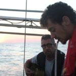 atelier chansons animés par Erwan sur Laisse dire, traversée vers la corse