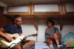 atelier écriture de chansons avec Erwan ( Wallace, Hurlements d'Léo) sur Laisse à Calvi en Corse, Cap sur l'écriture